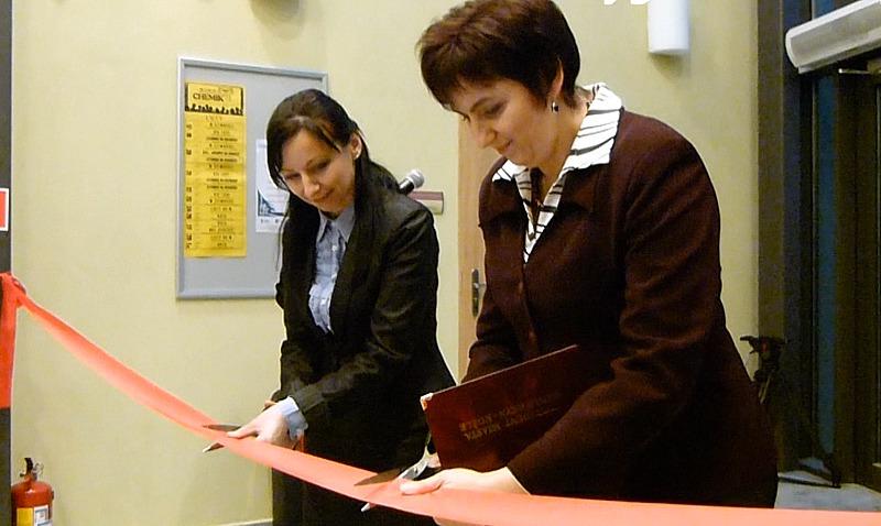 » Beata Malajka (z lewej) i Ewa Dzudzińska podczas otwarcia kozielskiego MOK-u.